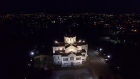Vídeo aéreo de St Vladimir Cathedral en Chersonesos en la noche metrajes
