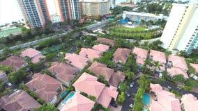 Vídeo aéreo de uma vizinhança residencial video estoque