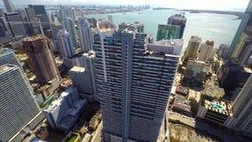 Vídeo aéreo de un condominio del highrise en Brickell Miami metrajes