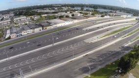 Vídeo aéreo de una carretera almacen de video