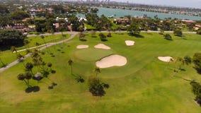 Vídeo aéreo del campo de golf indio de la cala metrajes