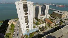 Vídeo aéreo del Doubletree y de la Miami magnífica almacen de metraje de vídeo