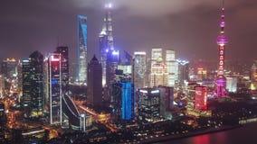 Vídeo aéreo del hyperlapse de Shangai en la noche almacen de video