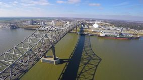 Vídeo aéreo do zangão da ponte de Mississippi video estoque