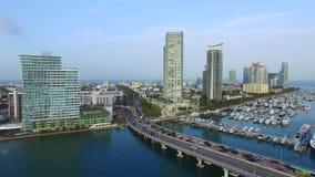 Vídeo aéreo do zangão do porto de Miami Beach video estoque