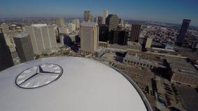 Vídeo aéreo 4k de Mercedes Benz Superdome almacen de metraje de vídeo