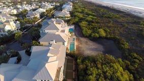 Vídeo beira-mar da antena dos bens imobiliários video estoque