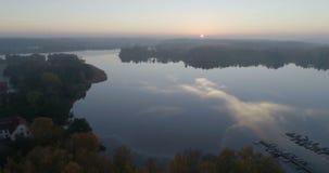 Vídeo bonito da natureza e da paisagem do nascer do sol em Djolo em Katrineholm, Suécia video estoque