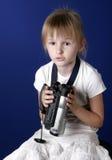 Vídeo casero del lanzamiento de la muchacha Fotos de archivo