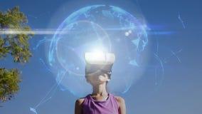 Vídeo compuesto de Digitaces del muchacho que usa las auriculares de la realidad virtual ilustración del vector