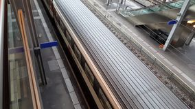 vídeo de 4K UHD del actividades de los trenes de la estación de Berna almacen de metraje de vídeo