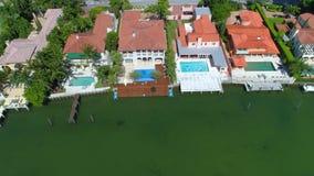 Vídeo de la antena de las mansiones de Miami almacen de metraje de vídeo
