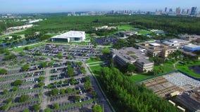 Vídeo de la antena del campus de la universidad metrajes