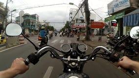 Vídeo de Point of View de detrás el jinete de una moto, de una motocicleta o de una vespa en una calle o un camino rural, Vietnam metrajes