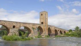 Vídeo de time lapse del puente de piedra medieval en Frias, España almacen de video