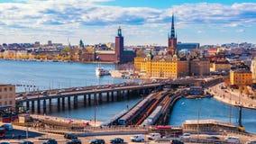 Vídeo de Timelapse del paisaje urbano de Estocolmo con la vista de la ciudad vieja de Gamla Stan en Estocolmo, Suecia, lapso de t almacen de video
