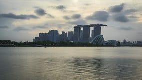 Vídeo de Timelapse do dia da skyline da arquitetura da cidade de Singapura ao lapso da noite, 4K filme