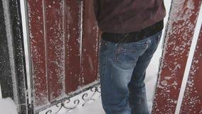Vídeo de una tormenta de la nieve en Ucrania almacen de metraje de vídeo