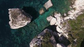 Vídeo del abejón - volando sobre el puerto deportivo de Bonifacio - Córcega metrajes