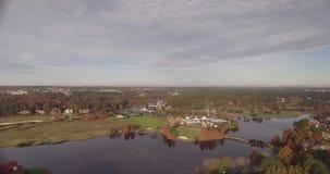 Vídeo del club de campo, del campo de golf, de argumentos, del club y de casas en Raleigh North Carolina almacen de metraje de vídeo