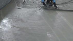 Vídeo del equipo de enyesado especial para el ajuste de alisamiento superficial troweling del piso del cemento Técnica y habilida metrajes
