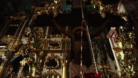 Vídeo del incensario y de la crucifixión de Cristo en la iglesia Cacerola de la cámara metrajes