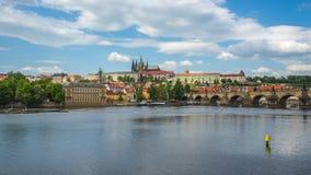 Vídeo del lapso de tiempo de la ciudad vieja de Praga en el timelapse checo 4K almacen de metraje de vídeo