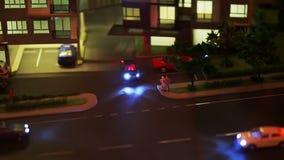 Vídeo del modelo, del tráfico y de la vida de la vida urbana adentro en la ciudad Coche y condominio almacen de metraje de vídeo
