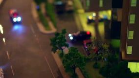 Vídeo del modelo, del tráfico y de la vida de la vida urbana adentro en la ciudad Coche y condominio almacen de video