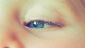 Vídeo del ojo azul de la niña metrajes
