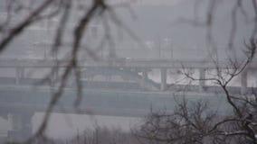Vídeo del paisaje del puente de la ciudad del invierno metrajes