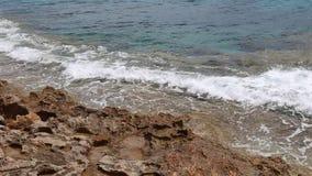 Vídeo del rompeolas del océano metrajes