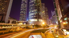 vídeo del timelapse 4k de un mercado callejero en vídeo del hyperlapse de Hong Kong 4k del tráfico ocupado y de edificios financi almacen de video