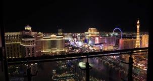 Vídeo deslizante dianteiro do balcão alto da elevação de Las Vegas Vista aérea da cidade video estoque