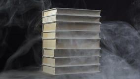 Vídeo do horror dos livros entre o fumo filme