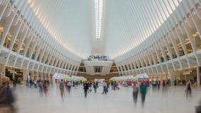 vídeo do hyperlapse 4k dos assinantes no cubo do transporte do World Trade Center video estoque