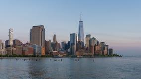 vídeo do timelapse 4k da skyline de Manhattan vídeos de arquivo