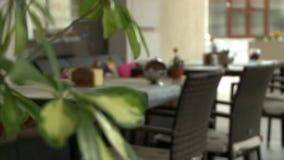 Vídeo em mudança do foco de um café da rua filme