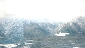 Vídeo gerado Digital de montanhas tampadas neve video estoque