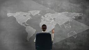 Vídeo gerado Digitas da mulher que olha o mapa do mundo ilustração royalty free