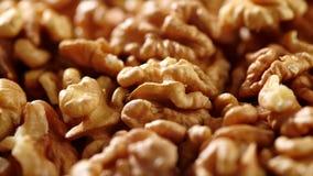 vídeo 4k de girar las nueces macras del primer Ricos de la comida en minerales y vitaminas almacen de video