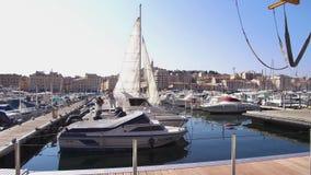 Vídeo 4K de los muelles del puerto de Marsella Vieux metrajes