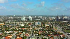 Vídeo lateral aéreo de Miami que aproxima 4k do centro video estoque