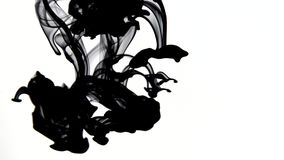Vídeo negro de la tinta con la resolución 4k