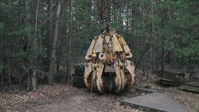 vídeo 1080p de la garra radiactiva oxidada del metal de Chernóbil, Pripyat, la Ucrania almacen de metraje de vídeo