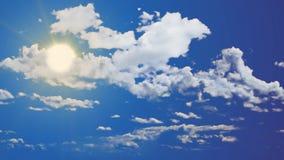 Vídeo sem emenda da metragem do céu azul brilhante de dia ensolarado Bom tempo video estoque