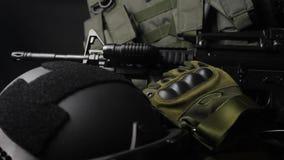 Vídeo táctico militar de la diapositiva de la munición almacen de metraje de vídeo