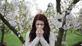 Vídeo y sonido de la alergia de la primavera almacen de metraje de vídeo