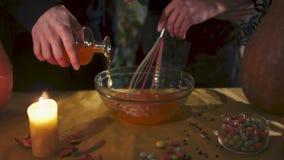 Víspera de Todos los Santos Dos hechiceros están preparando una poción Todos los santos Eve metrajes
