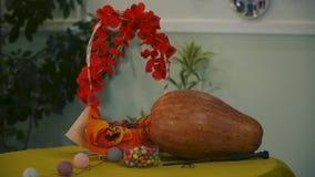 Víspera de Todos los Santos Tabla festiva para el día de fiesta de Halloween metrajes